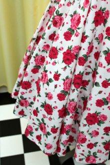 他の写真1: ハンドメイドサーキュラースカート 薔薇柄(オフ白地)